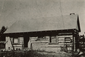 121 West Blvd historic picture of log cabin with ladder. Courtesy of Columbia's Historic Preservation Commission and FitzImages Photography.