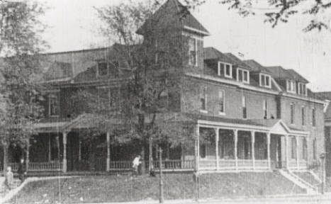 1907 photograph, when the Niedermeyer Apartments were the Gordon Hotel. Photo from the Missouri State Historical Society, with the notation of no known copyright restrictions.